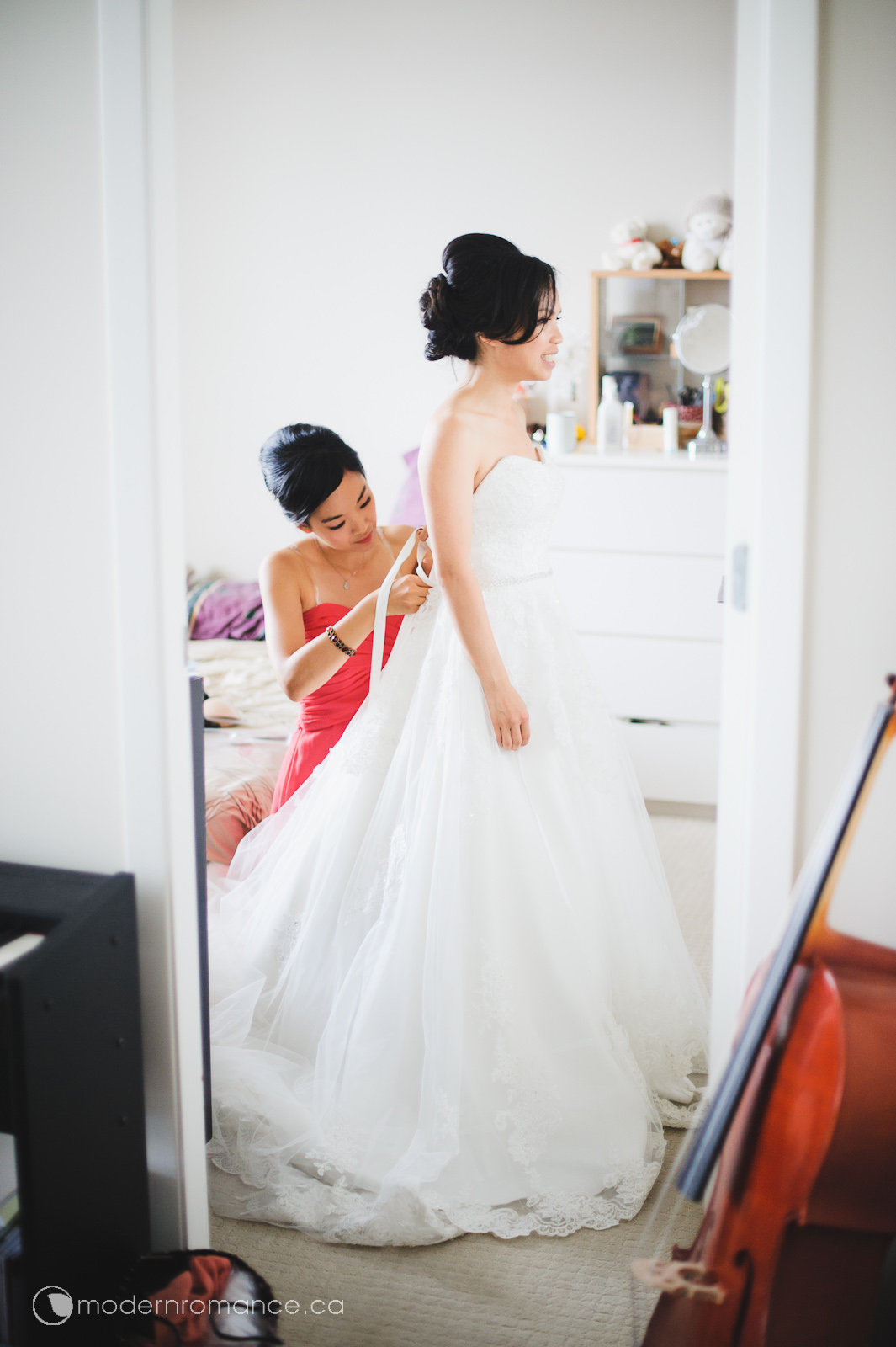 1.1 bride prep-0137.jpg