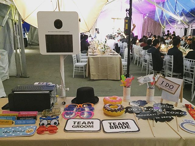 Listening to the speeches and waiting for the guests to rush in in any sec. 😄 . . . Moro Booths by @modernromanceweddings . . . @sequoya19 @sequoya19 @s2scwhistler @whistlerblackcomb @slidingcentre  #photoboothwedding #weddingentertainment #whistlerwedding #hinduwedding #sangeet #sangeetnight #indianwedding #destinationwedding #avirwedssequoya #whistlerphotobooth