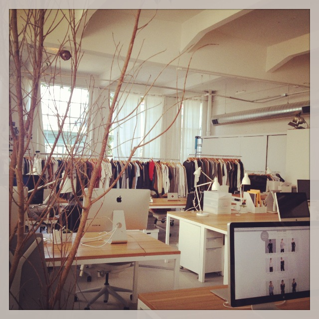 The everlane office is very Brooklyn design chic.