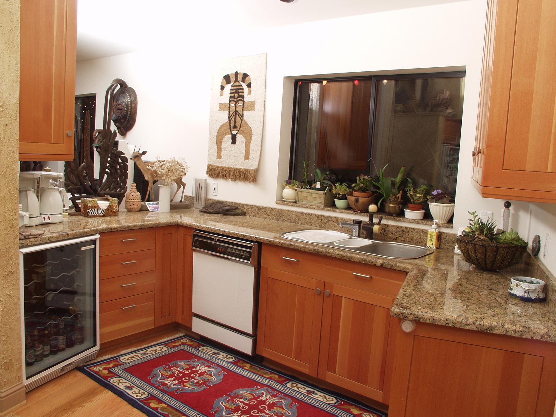 kitchen in giallo veneziano.JPG