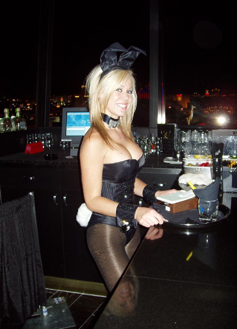 Vegaster Tip: Tipping big keeps your drink full.
