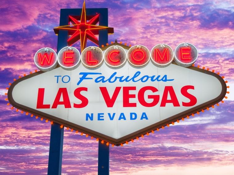 Vegas sign.jpg
