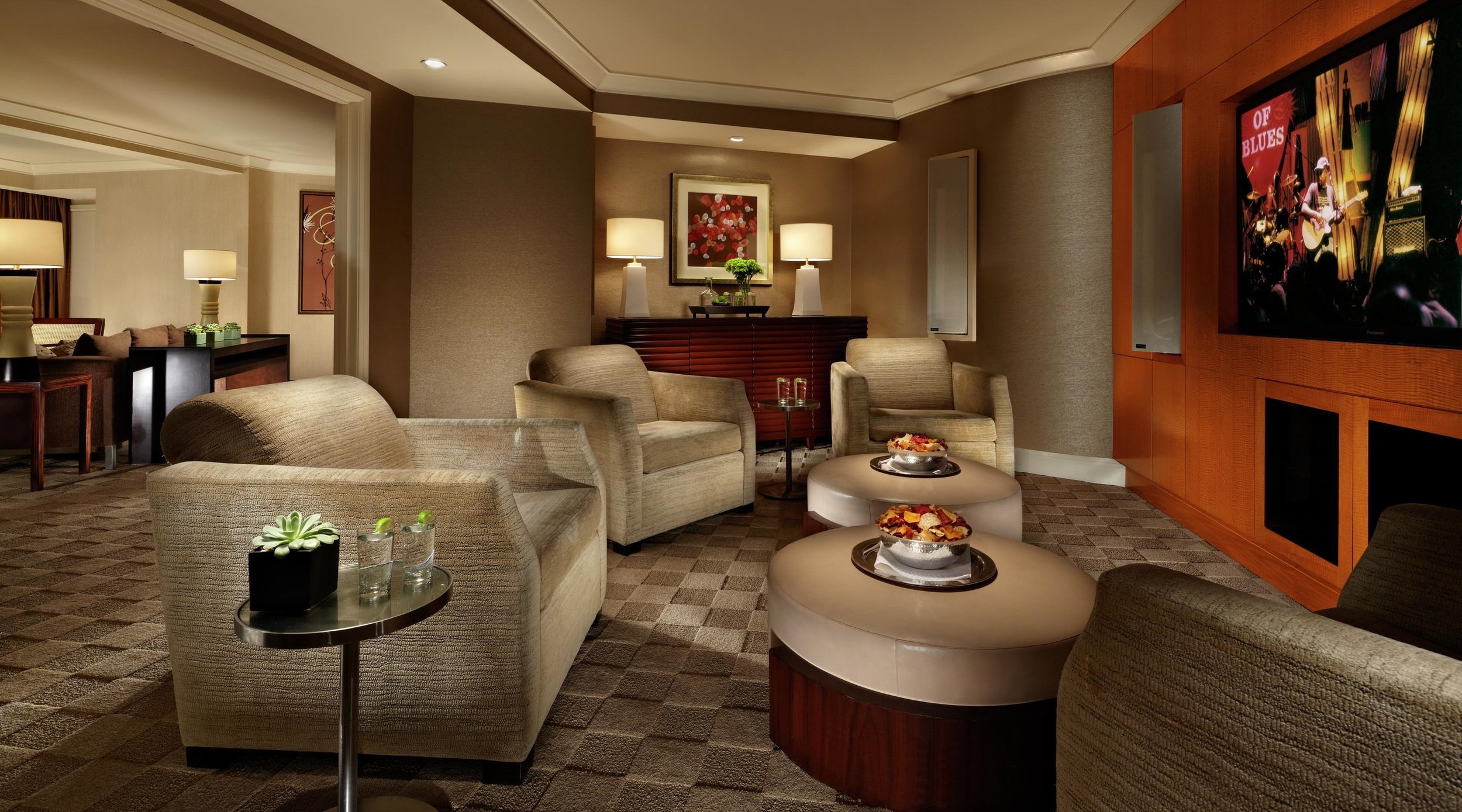 mandalay-bay-hotel-room-media-suite-media-room.jpg