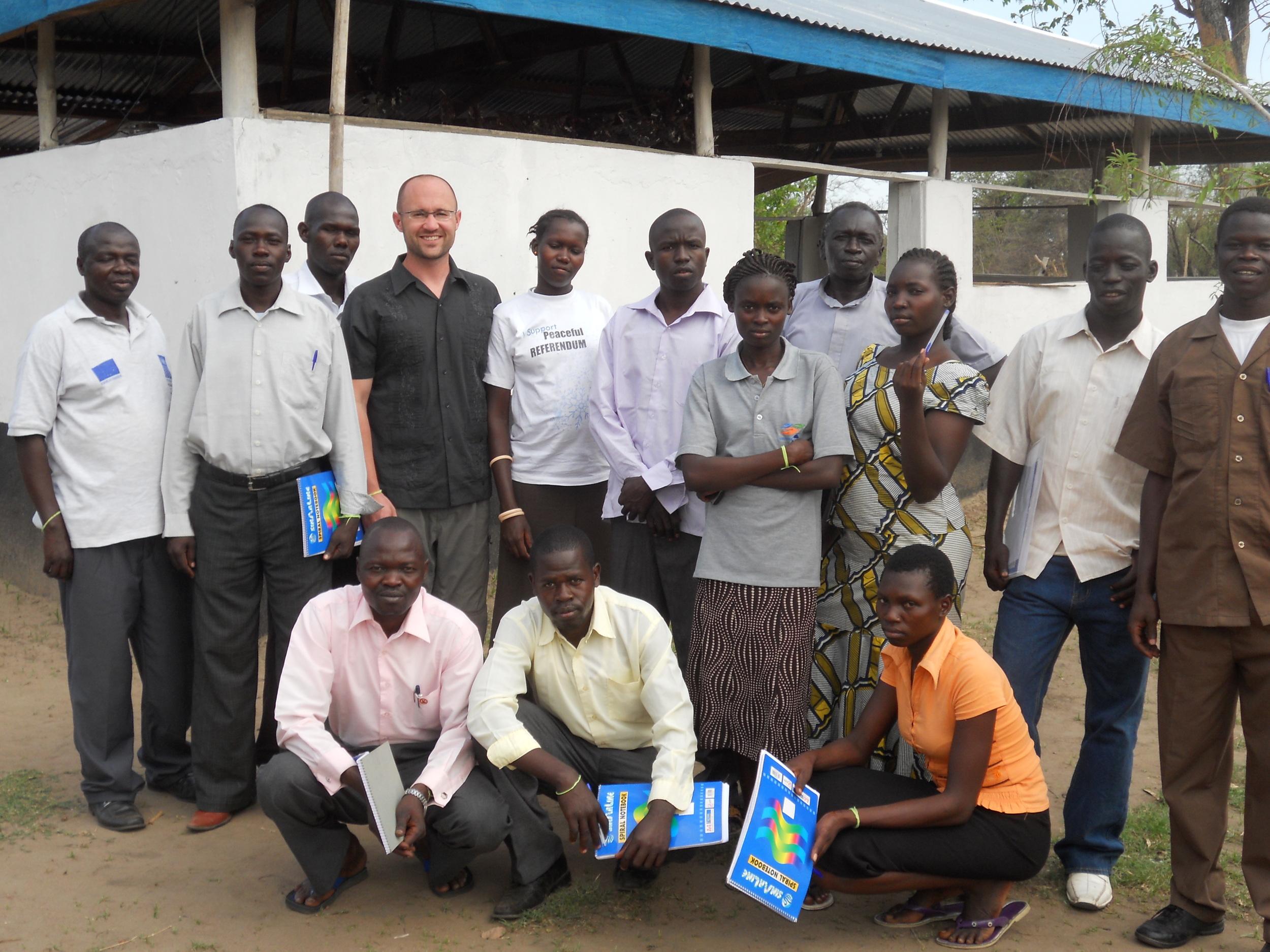 Robert treinando civis para trabalhar com manutenção pela paz não armada no Sudão do Sul (Foto: Arquivo Pessoal)