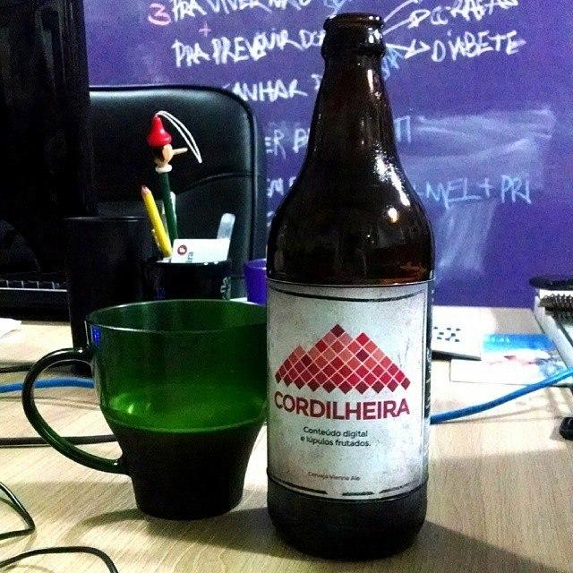 """""""Conteúdo digital e lúpulos frutados"""", como slogan da bebida (Foto: Divulgação)"""