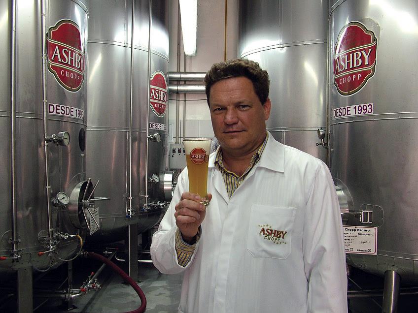 A cervejaria vive um momento de expansão e reafirmação da marca instalada em Amparo no ano de 1993. Na foto, o proprietário Scott Ashby (Foto: Divulgação)