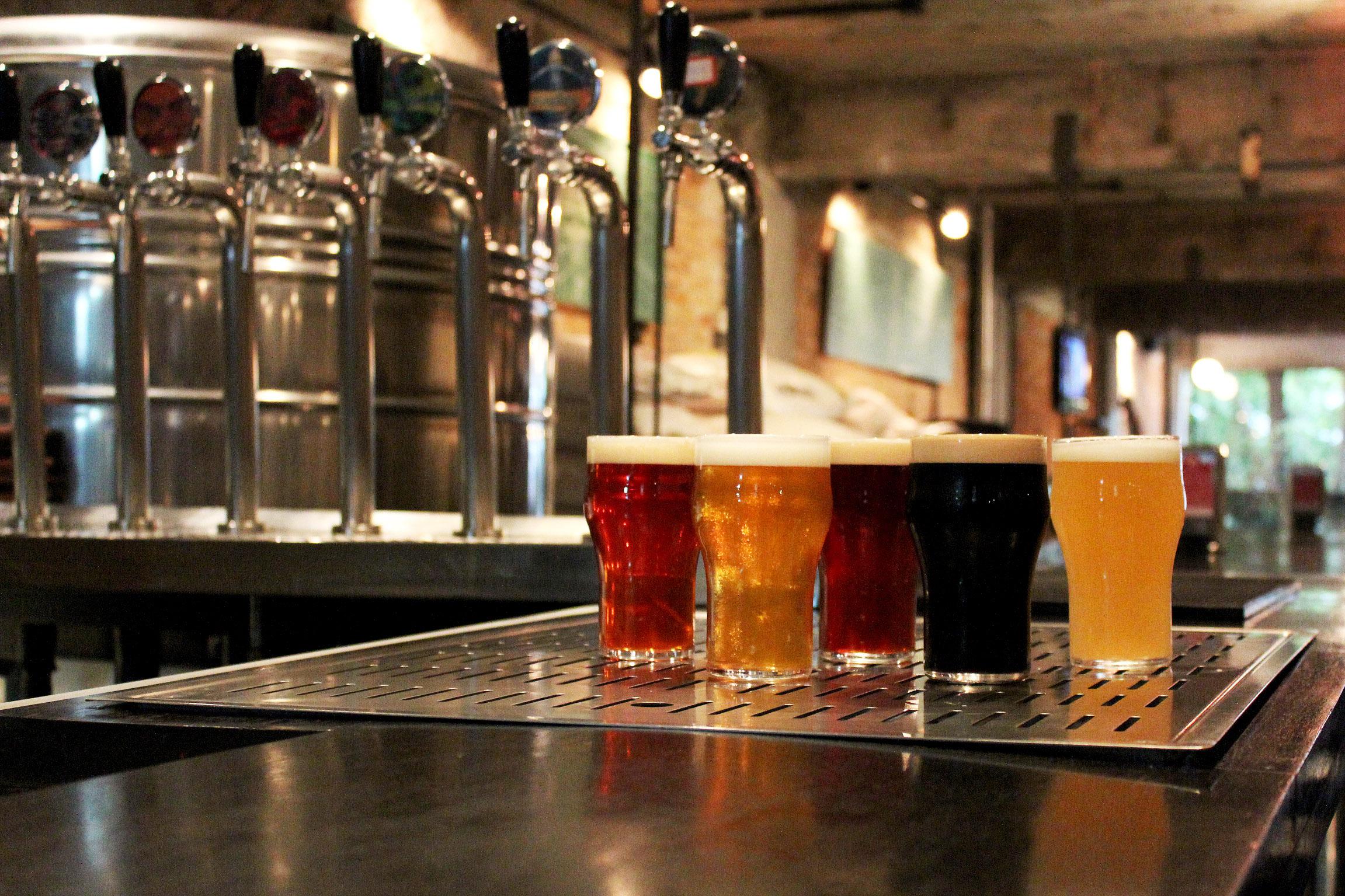 Homebrewers são convidados a trazer cervejas caseiras para uma degustação coletiva e troca de experiências (Foto: Antonio Rodrigues)