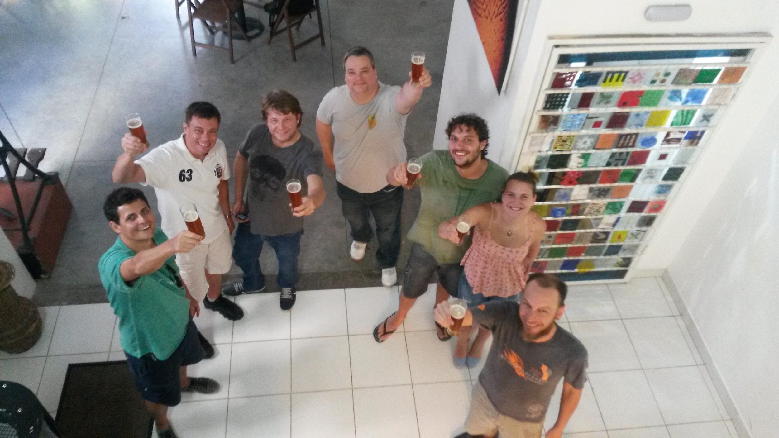 Da esquerda para a direita: Altair Nobre, editor da Beer Art, Juliano Zancanaro, da Steilen Berg, Evandro Janovik, da Saint Bier, Eduardo Boger, Pedro Joel S. Silva Filho, Monica Raissa e Tiago Eduardo Genehr (Foto: Sarah Buogo)