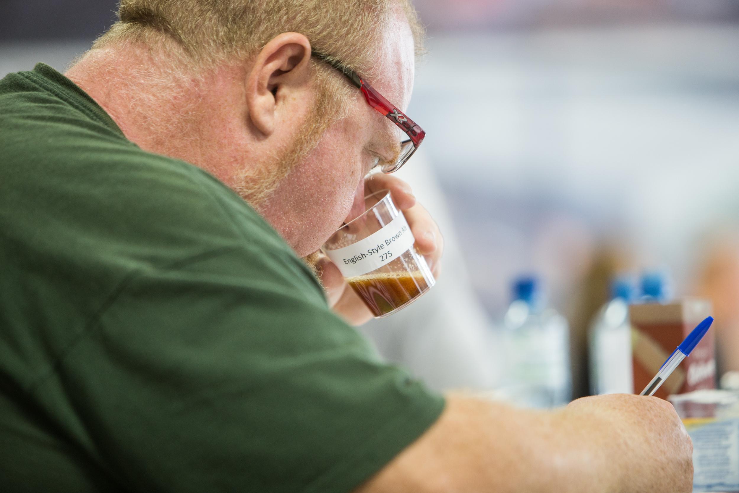 corpo de jurados teve de analisar centenas de cervejas (foram 874 rótulos inscritos), mais do que o dobro do ano anterior (foto: ricardo jaeger/beer art)