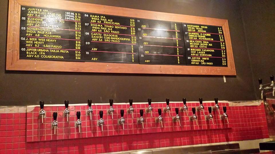 As cervejas são mantidas em barris em câmara fria, com três níveis de temperatura nas torneiras (Foto: Divulgação)