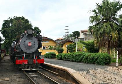 A composição passa por antigas fazendas de café e belas paisagens até a Estação Tanquinho, onde os participantes serão recebidos com churrasco e chope (Foto: Divulgação)
