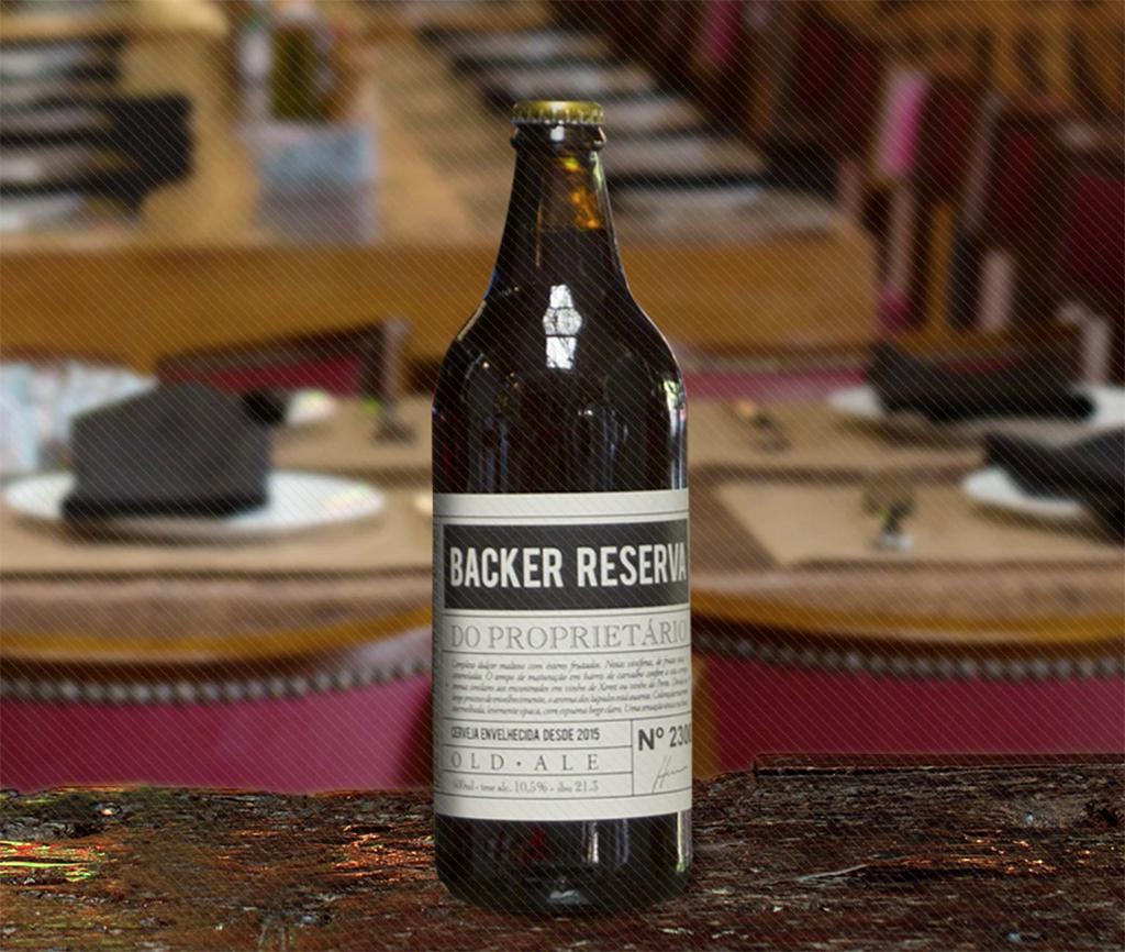 A Bäcker Reserva do Proprietário é uma cerveja do estilo Old Ale, extremamente complexa devido à maturação de 15 meses em barris de carvalho de primeiro uso (Foto: Divulgação)
