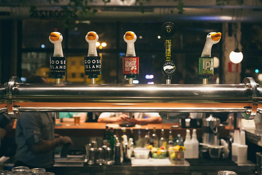 A casa tem, além dos rótulos premiados, cervejas exclusivas ali produzidas (Foto: Divulgação)