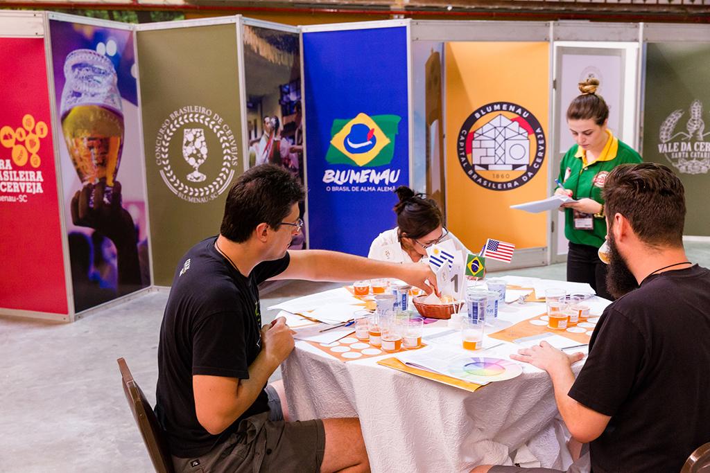 Julgamento das amostras vai até a véspera do Festival Brasileiro da Cerveja, onde as medalhas vão brilhar (Foto: Daniel Zimmermann/Divulgação)
