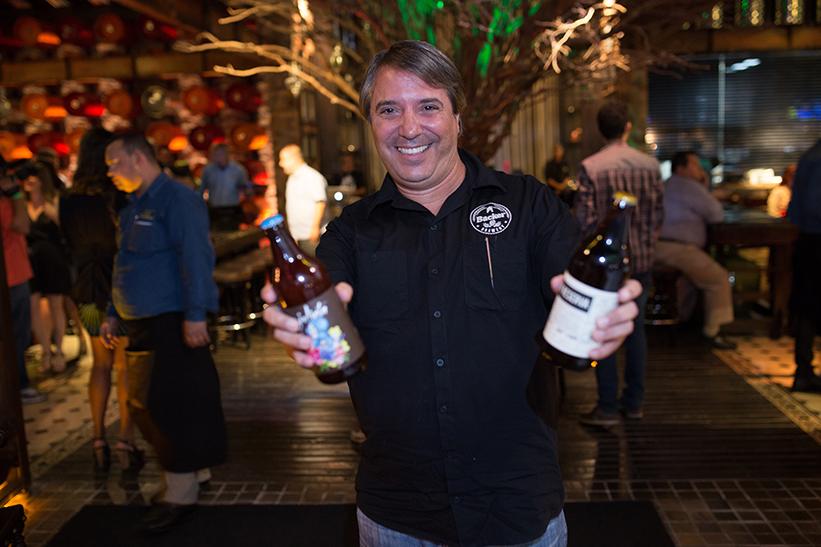 O mestre-cervejeiro da Bäcker, uma das mais antigas cervejarias artesanais mineiras em atividade,é Sandro Duarte (Foto: Divulgação)