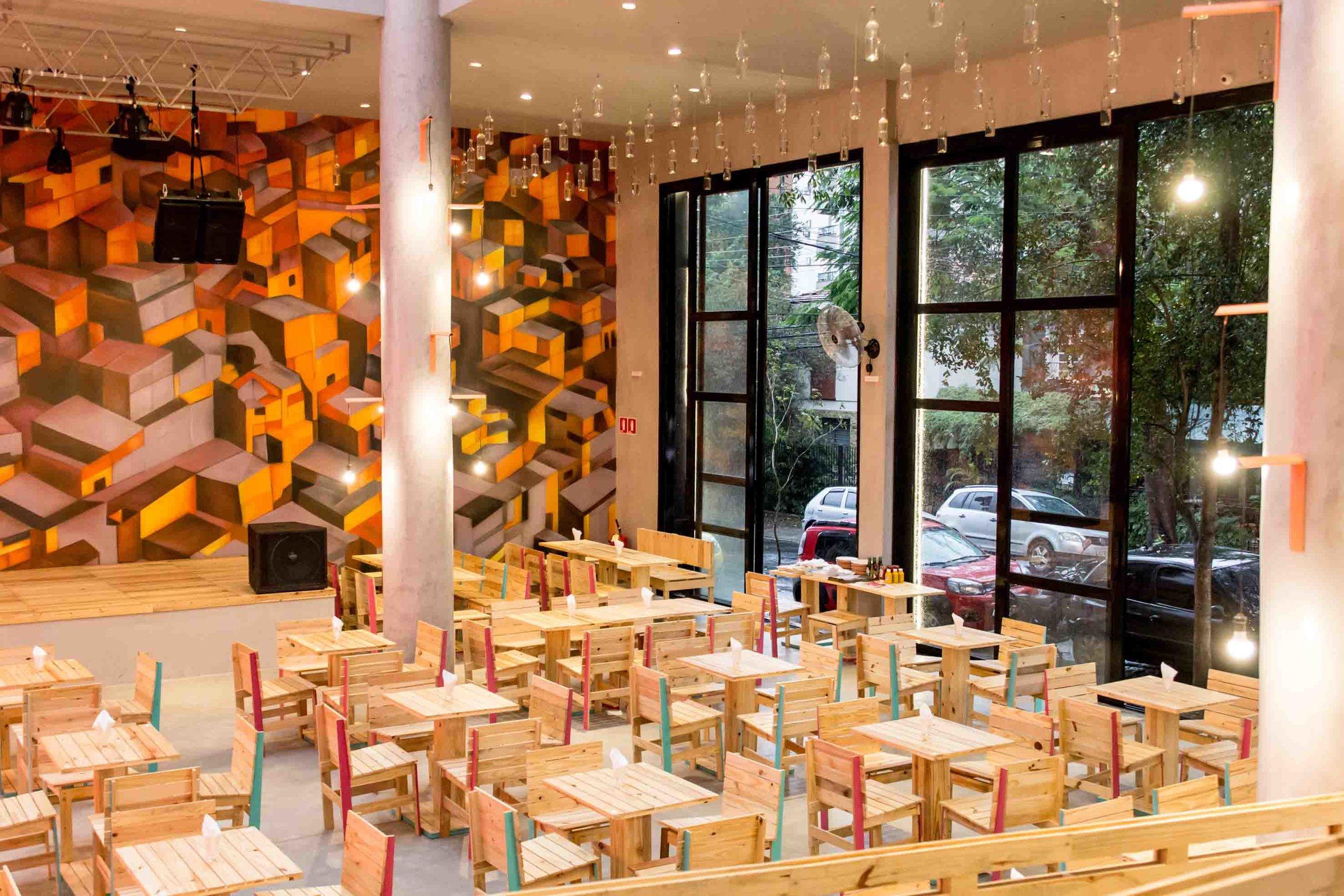 A arquitetura estimula que os clientes se sintam integrados à rua (Foto: Cris Cartacho/Divulgação)