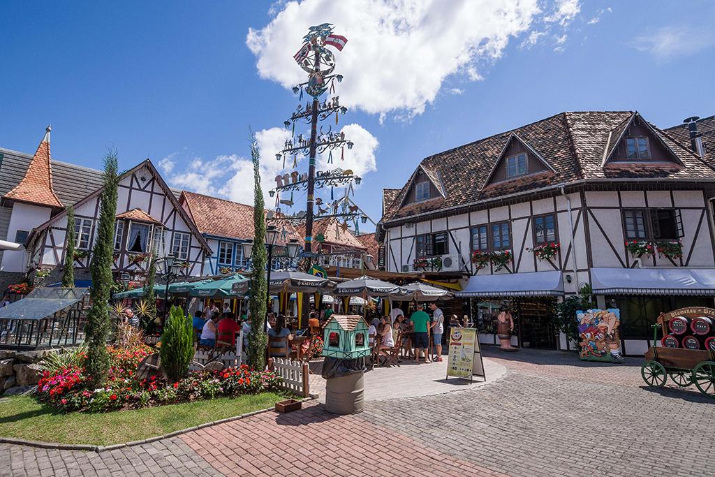 A Bier Villa se localiza na Vila Germânica, local de eventos como o Festival Brasileiro da Cerveja e a Oktoberfest de Blumenau (Foto: Daniel Zimmermann/Divulgação)