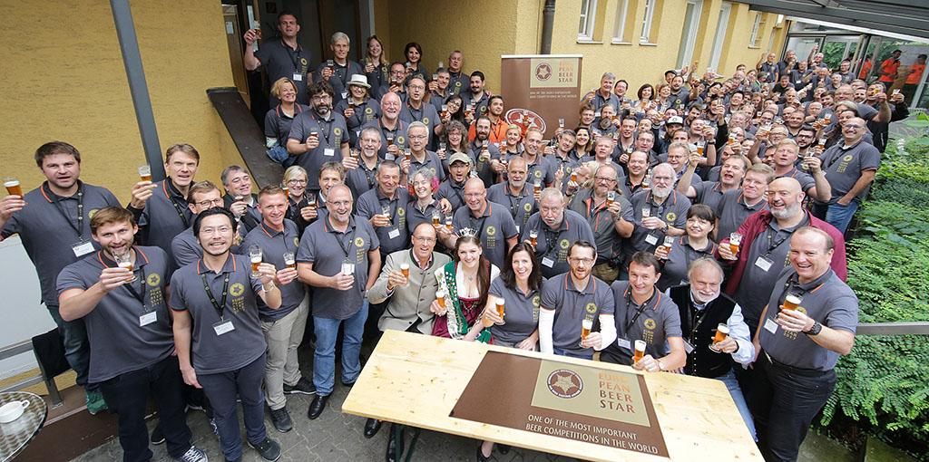 A pose oficial dos jurados do European Beer Star, uma das principais competições cervejeiras (Foto: Divulgação)