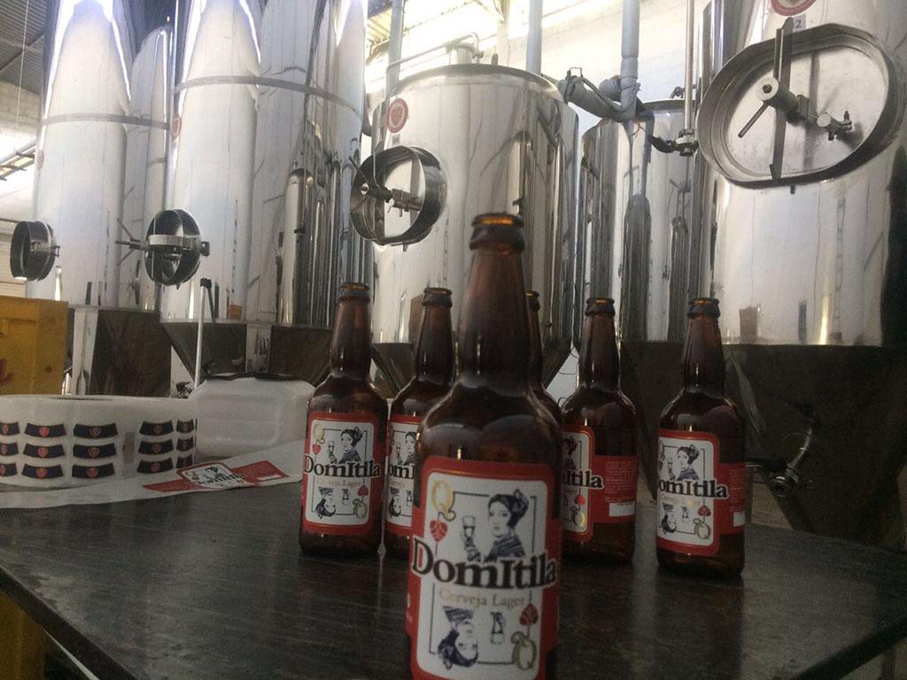 O grupo DN, além de fabricar tanques até 20 mil litros, tem uma cervejaria, a Domitila (Foto: Divulgação)