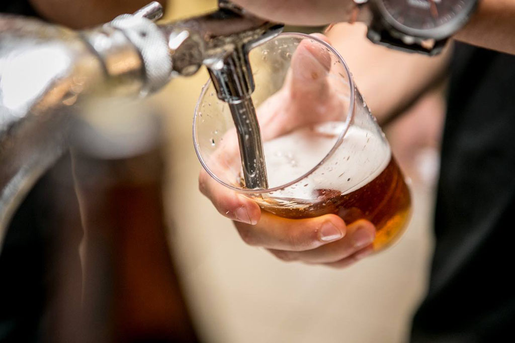 As opções de cerveja vêm de mais de uma dezena de cervejarias catarinenses (Foto: Eduardo Monteiro/Divulgação)