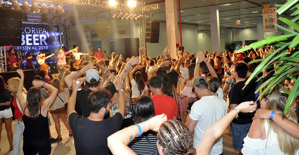 No sábado, a animação foi com a banda Cavalinho, a mais tradicional da Oktoberfet de Blumenau (Foto: Juarez Schmitt/Divulgação)