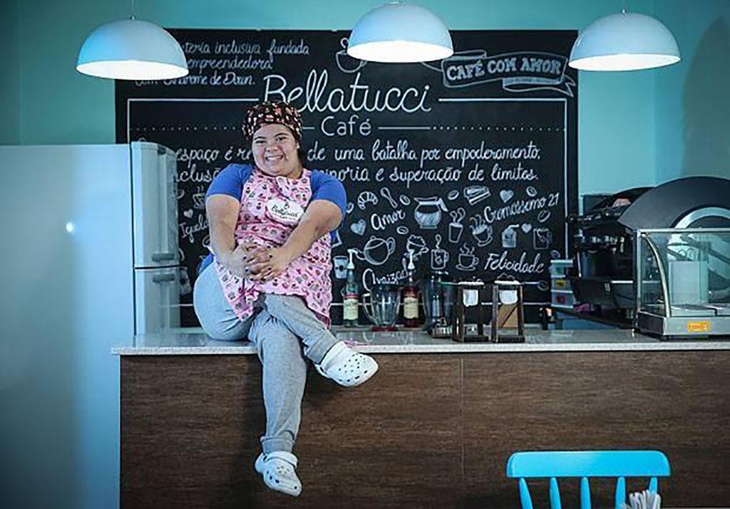 Jéssica Pereira criou em 2017 a cafeteria Bellatucci com a missão principal de realizar a inclusão de pessoas especiais no mercado de trabalho (Foto: Divulgação)