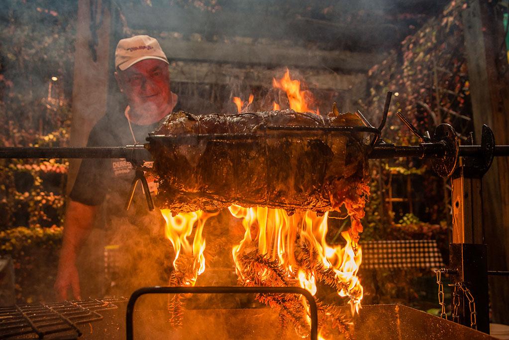 Festival oferece estações com diferentes opções de churrasco, entre outras atrações (Foto: Cassio Brezolla/Divulgação)