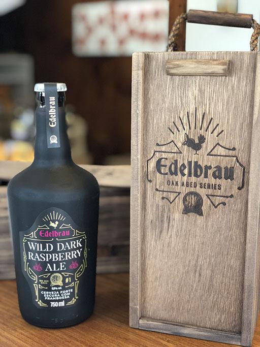 É a primeira cerveja envelhecida da série Oak Aged Series da Edelbrau (Foto: Divulgação)