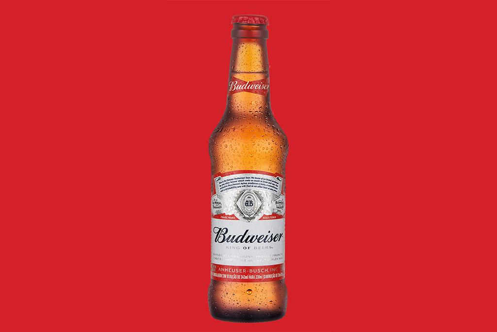 """A embalagem ainda leva em alto relevo o logotipo da cerveja, como se fosse uma estampa, e o ano de sua primeira produção """"Since 1876"""" (Foto: Divulgação)"""