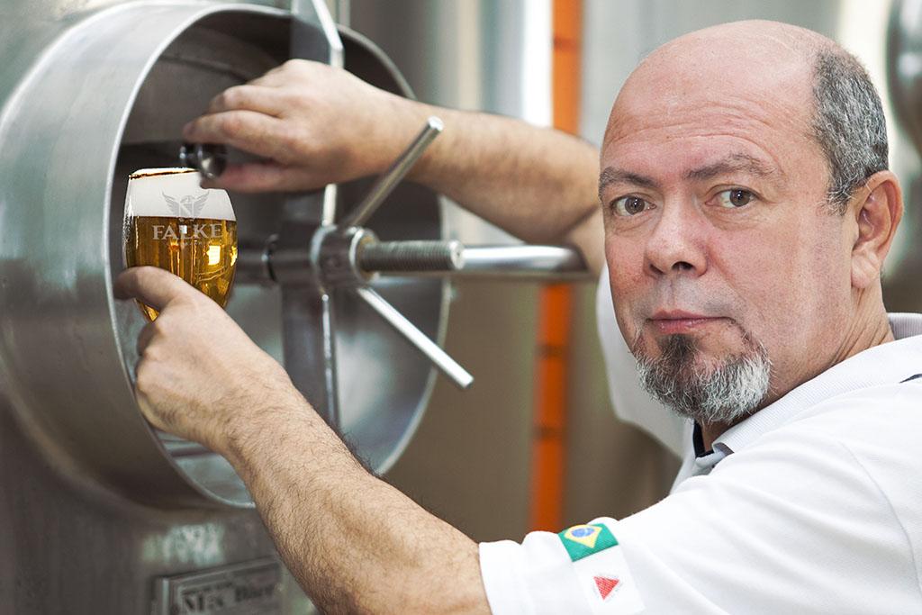 Marco Falcone, nome respeitado no cenário artesanal no Brasil, é um dos líderes da transformação da Falke Bier (Foto: Márcio Russo/Divulgação)