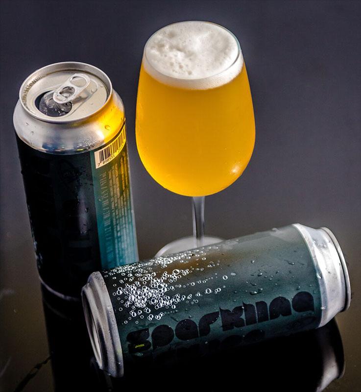 A bebida segue o estilo Brut IPA, uma tendência do mercado cervejeiro mundial (Foto: Divulgação)