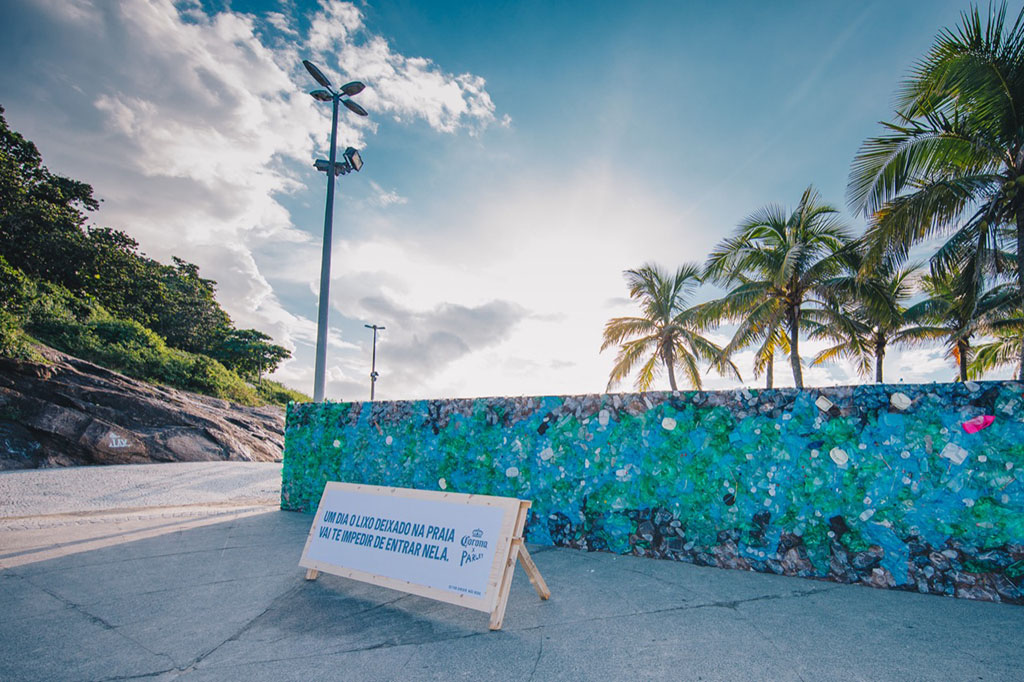 O muro se impôs na paisagem na manhã de sábado, 16 de março (Foto: Raul Aragão/Divulgação)
