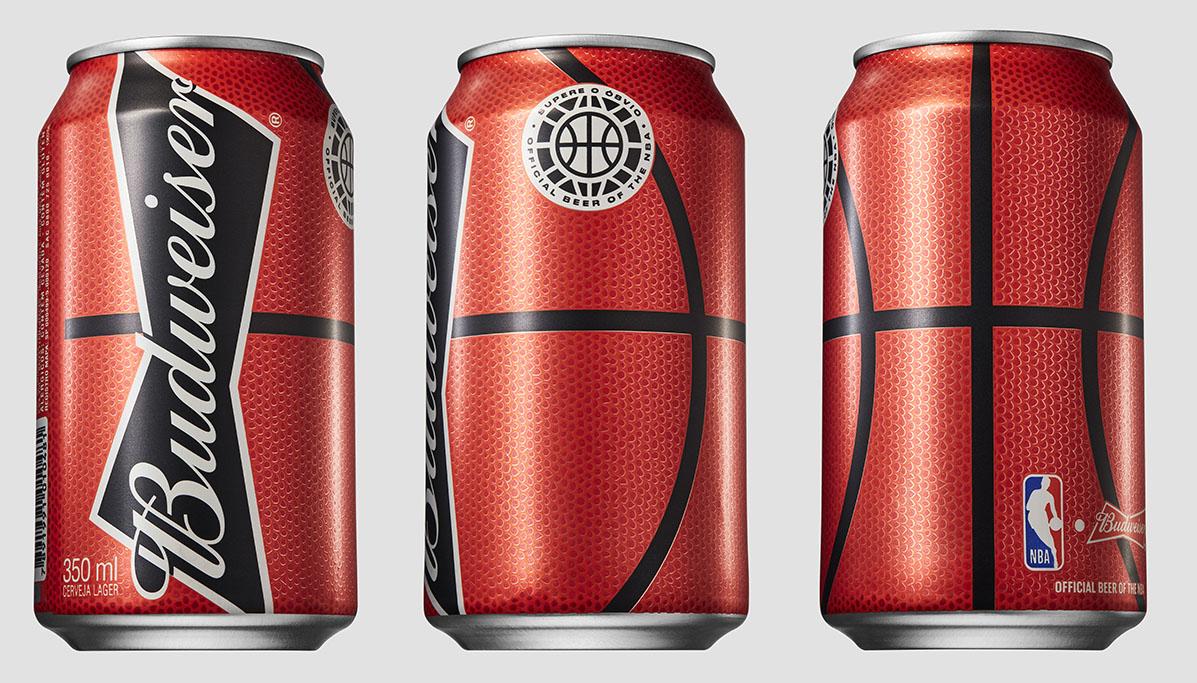 Embalagem adota um visual inspirado em uma bola de basquete: laranja, com detalhes em preto (Foto: Divulgação)