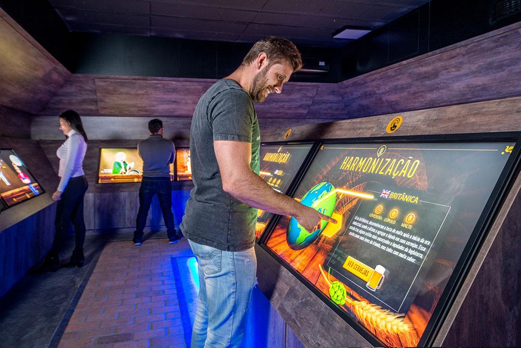 Conhecimento da história e de processos de fabricação é transmitido com uso da tecnologia (Foto: Par Fotografia/Divulgação)