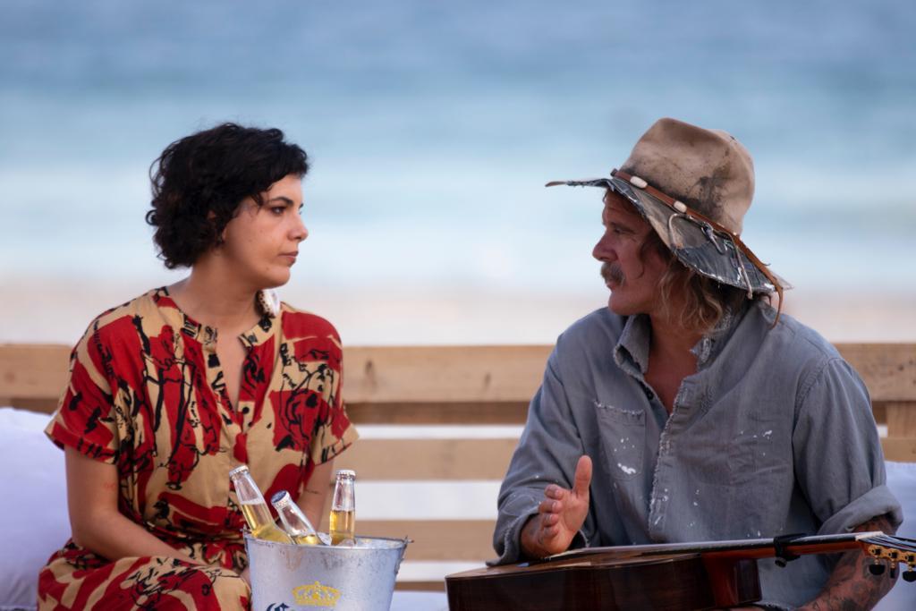 Cantora brasileira e compositor americano estrelam a campanha Listen to the Ocean (Foto: Raul Aragão/Divulgação)