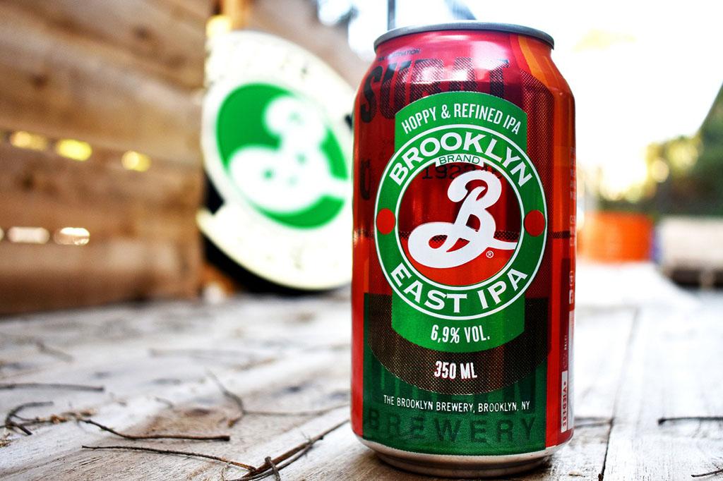 As latas complementam a linha de embalagens da cerveja, que também tem a tradicional versão em garrafas long necks e barris de chope (Foto: Divulgação)