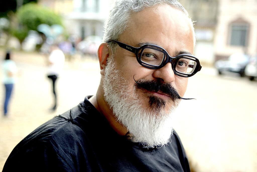 O estilista Ronaldo Fraga é um dos palestrantes da programação, que se estende entre os dias 19 e 29, no Shopping Iguatemi Porto Alegre (Foto: Ana Colla/Divulgação)