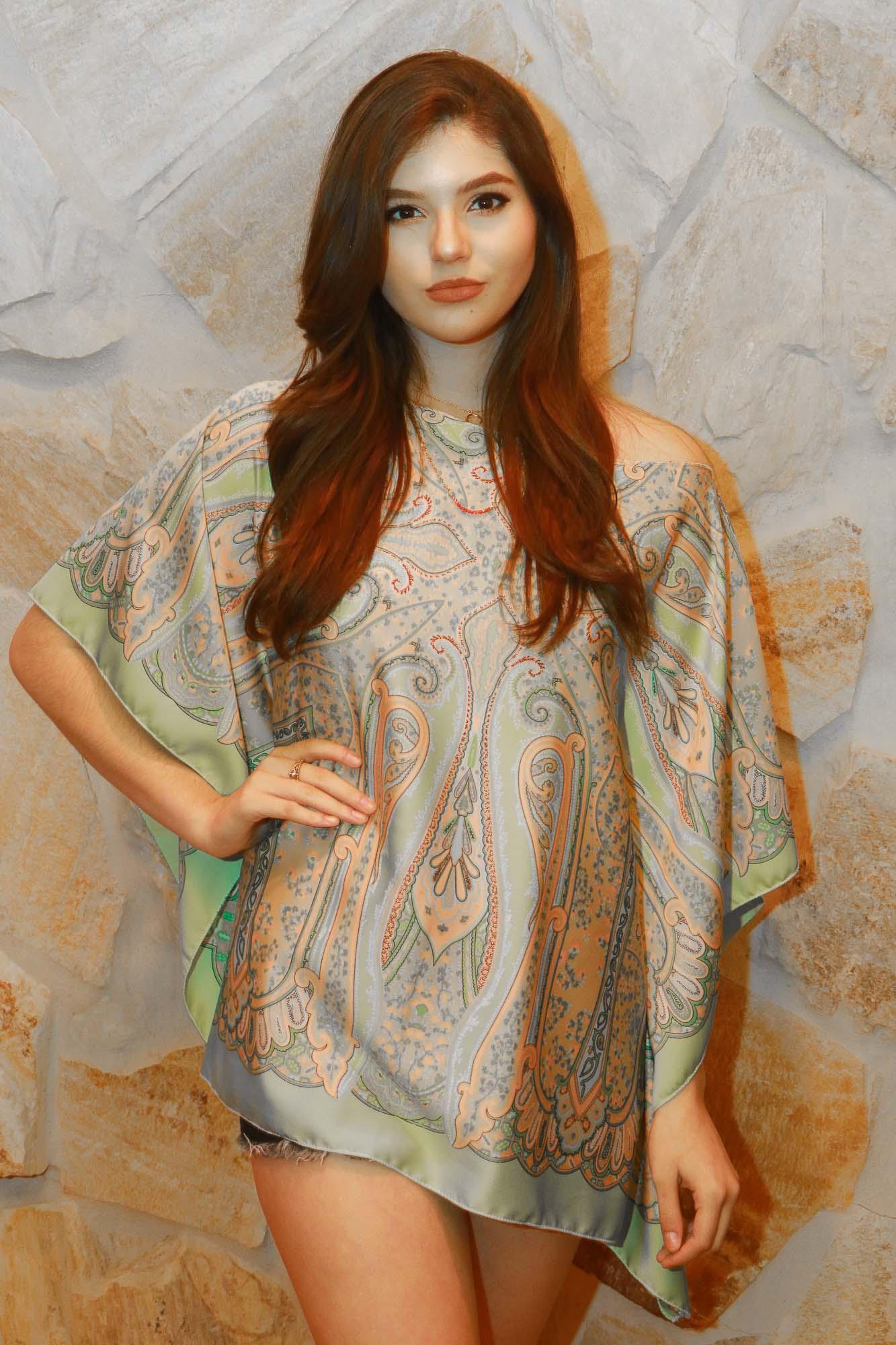 La hermosa Cariel, de Optima Models modelando túnica de Tommie Hernández