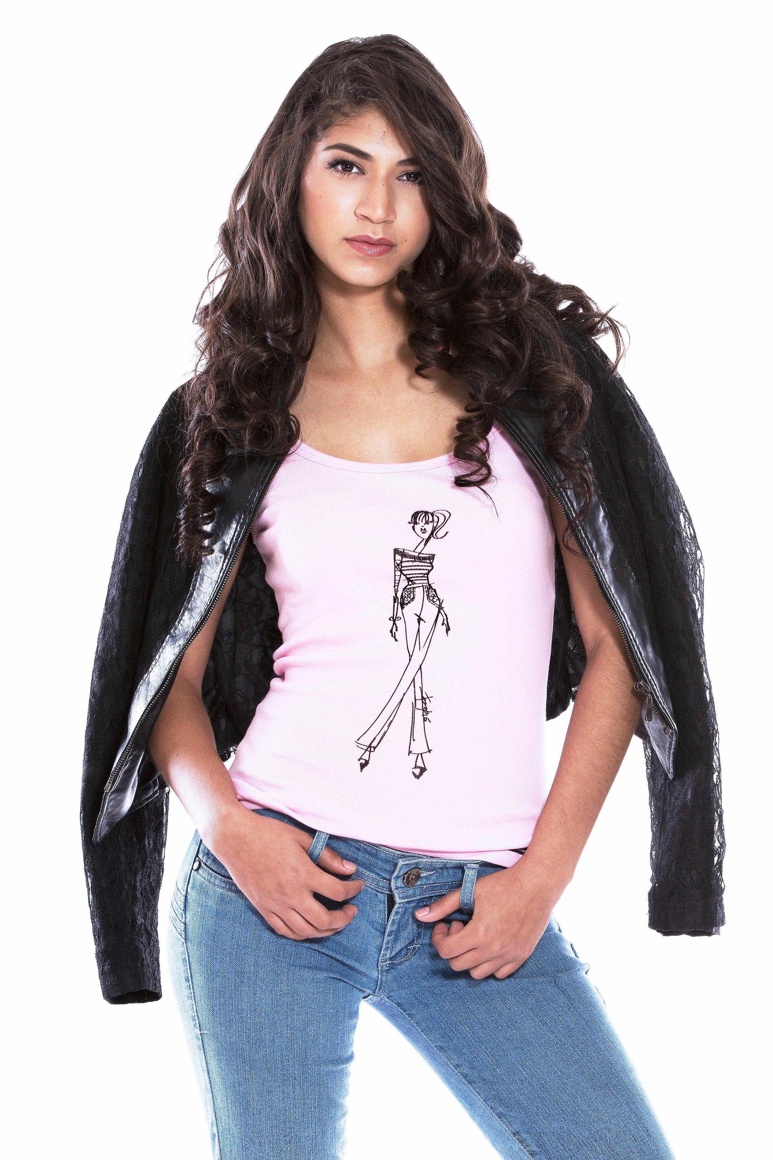(3)Atrévete a complementar tu camiseta con una chaqueta estilo motociclista! Recuerda que para dar este