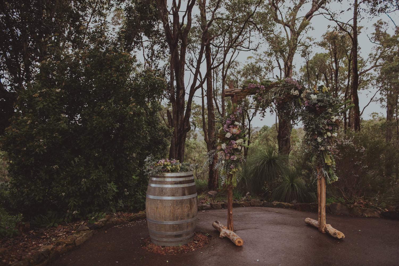maminkwink florals wedding arbor