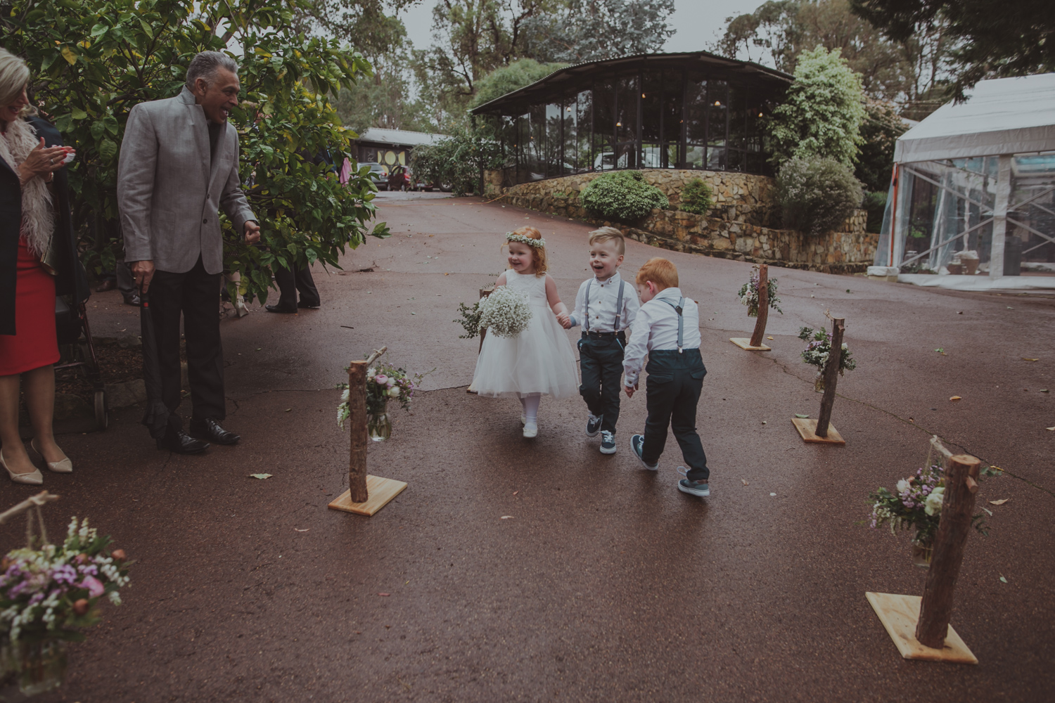 pageboys walk up the aisle