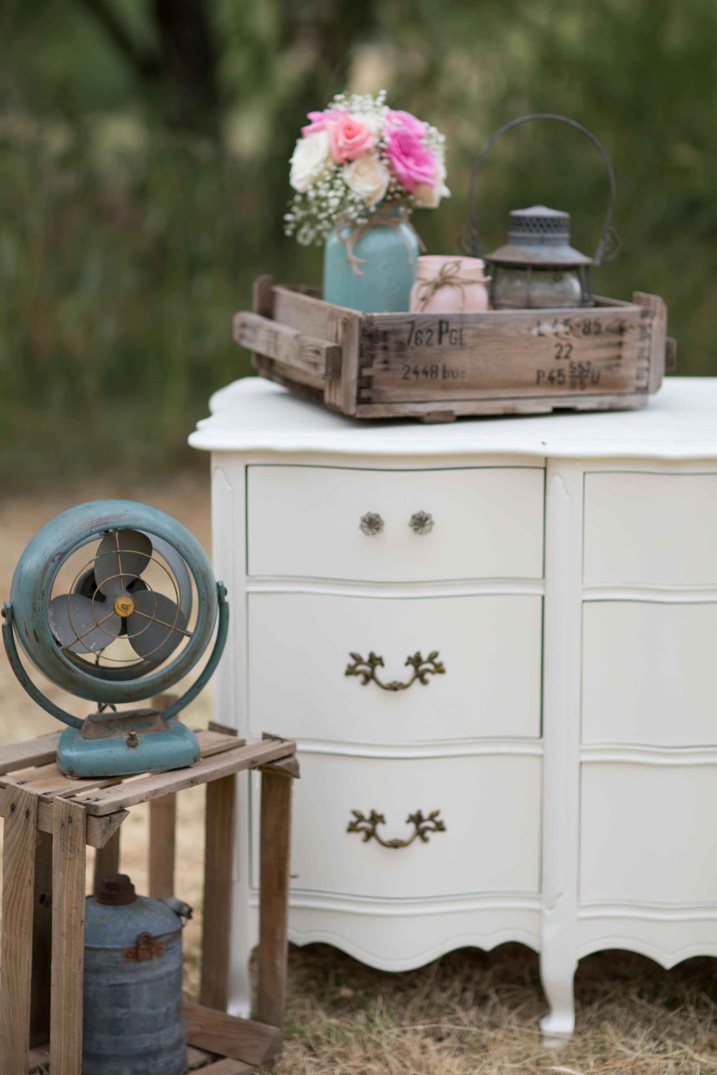 Vintage fan, vintage crate, mason jars