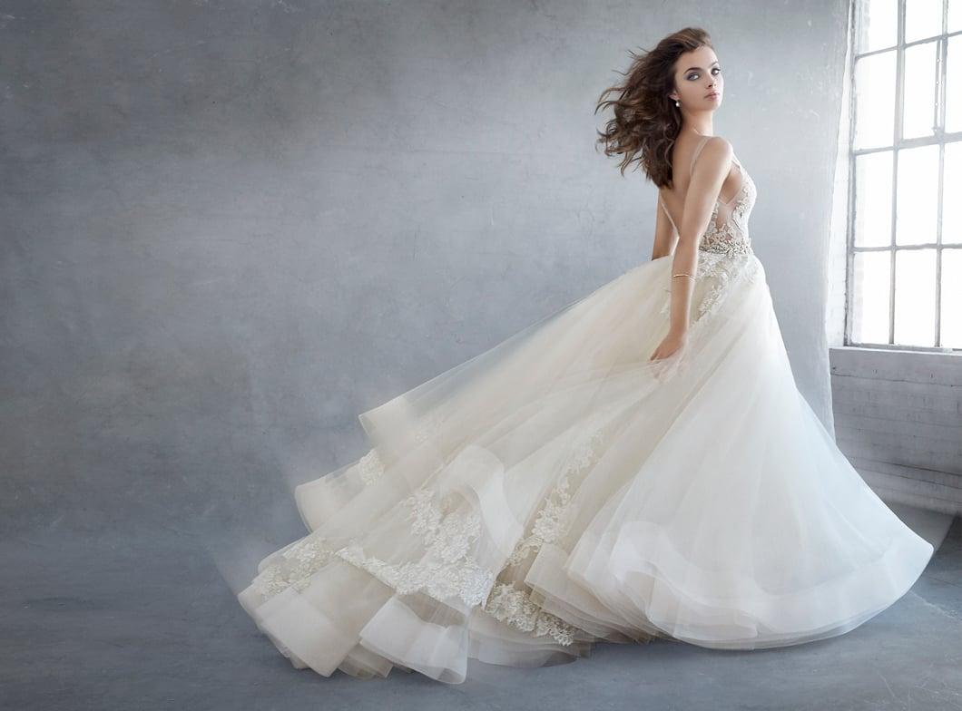 lazaro-bridal-tulle-ball-alencon-lace-metallic-beaded-natural-floral-horsehair-chapel-3607_zm.jpg