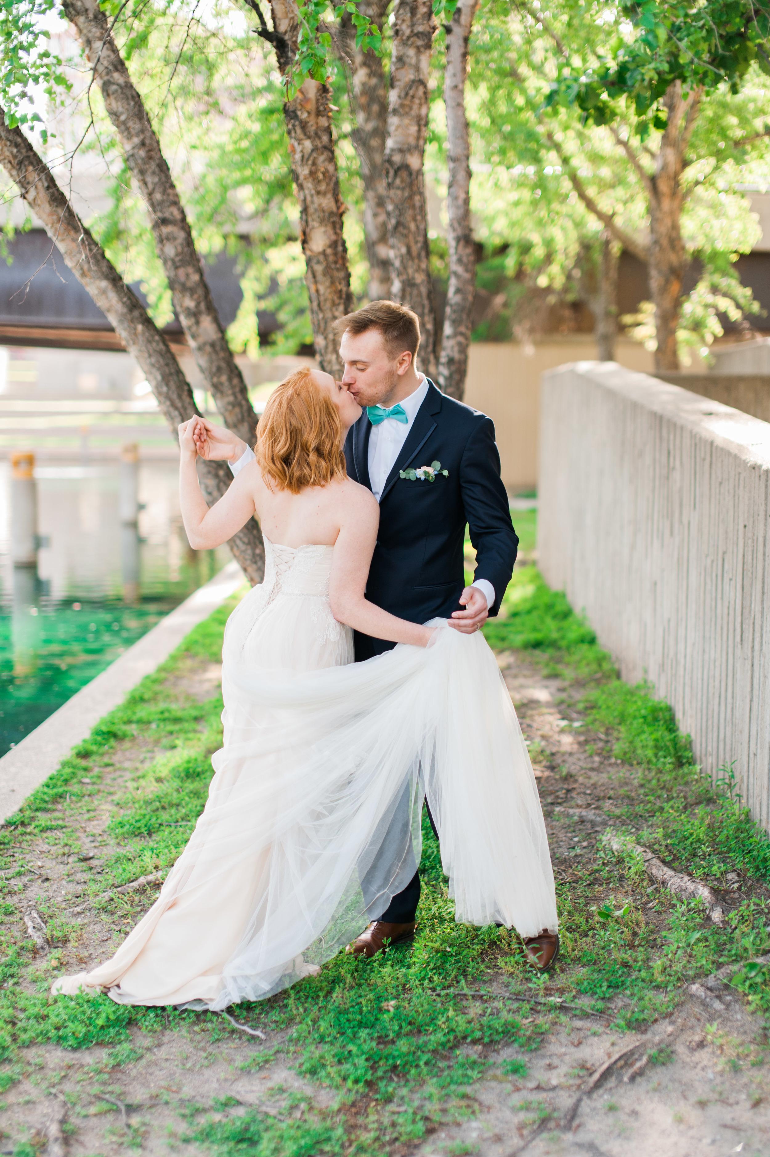 downtown omaha bride and groom wedding photography
