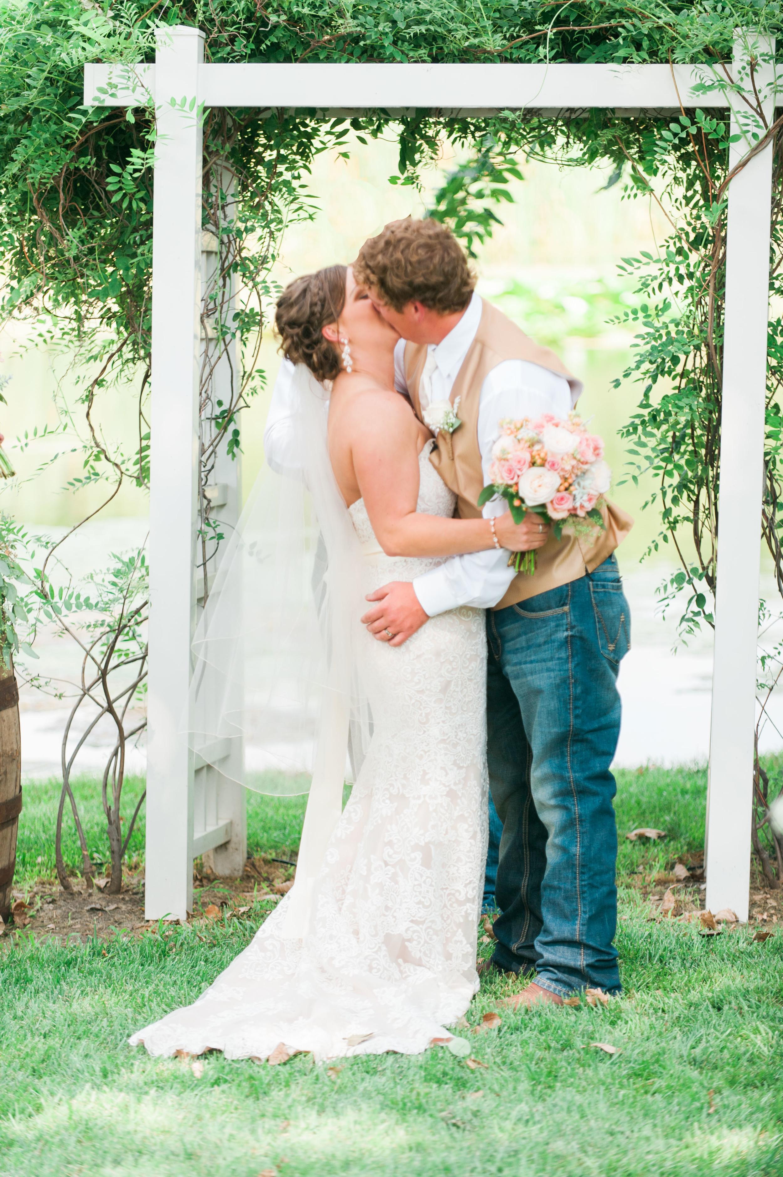Omaha Nebraska wedding photography by Samantha Weddings