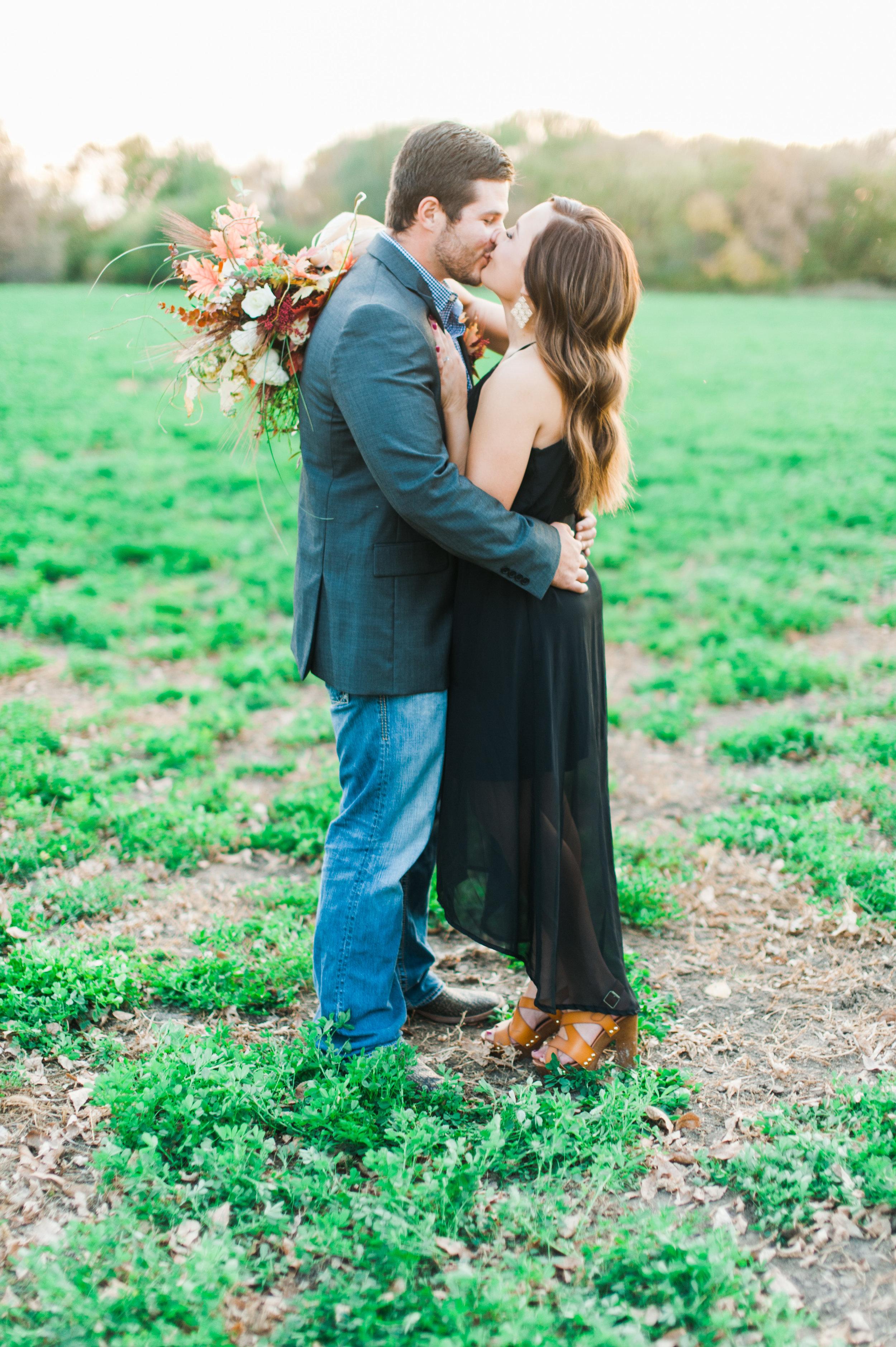 omaha-engagements-outdoor-fall-florists-24.jpg