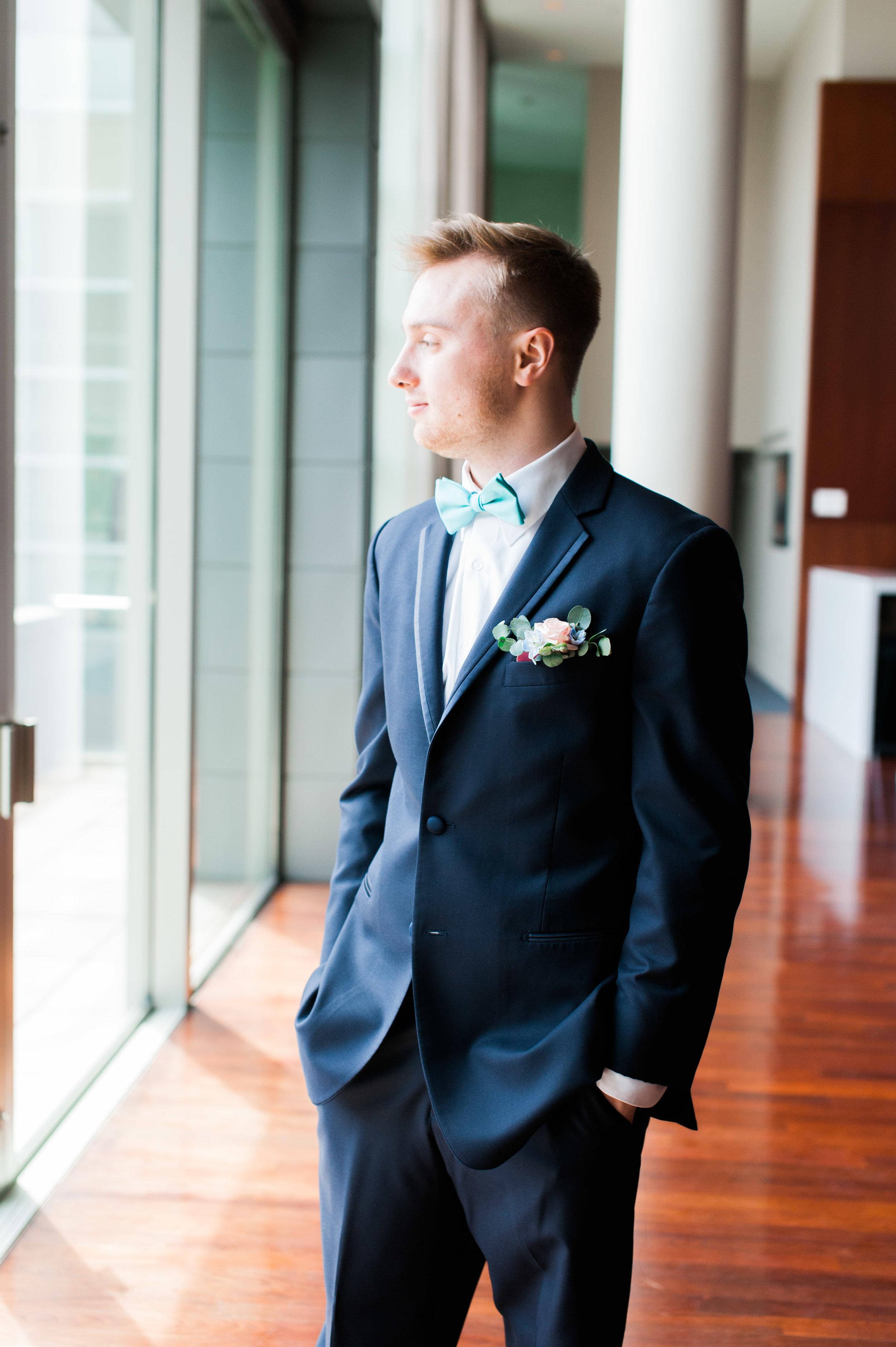 omaha-holland-arts-center-wedding-23.jpg
