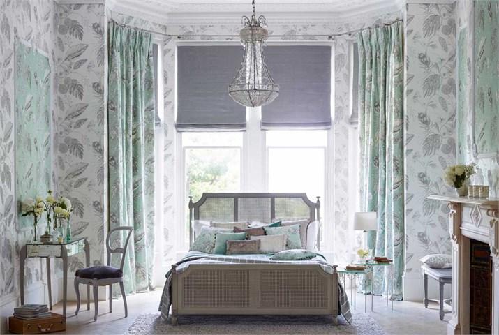 1-Harlequin-palmetto-fabric-calm-bedroom-mijnt-green-cream.jpg