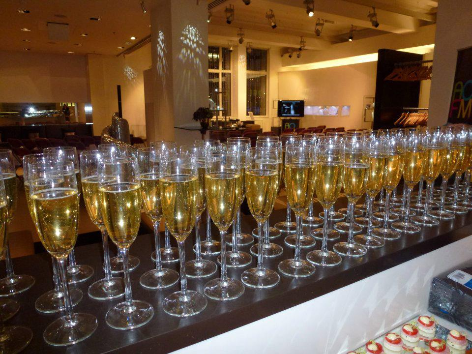 Raise a toast to AOFM for hosting yet another amazing make-up master class.