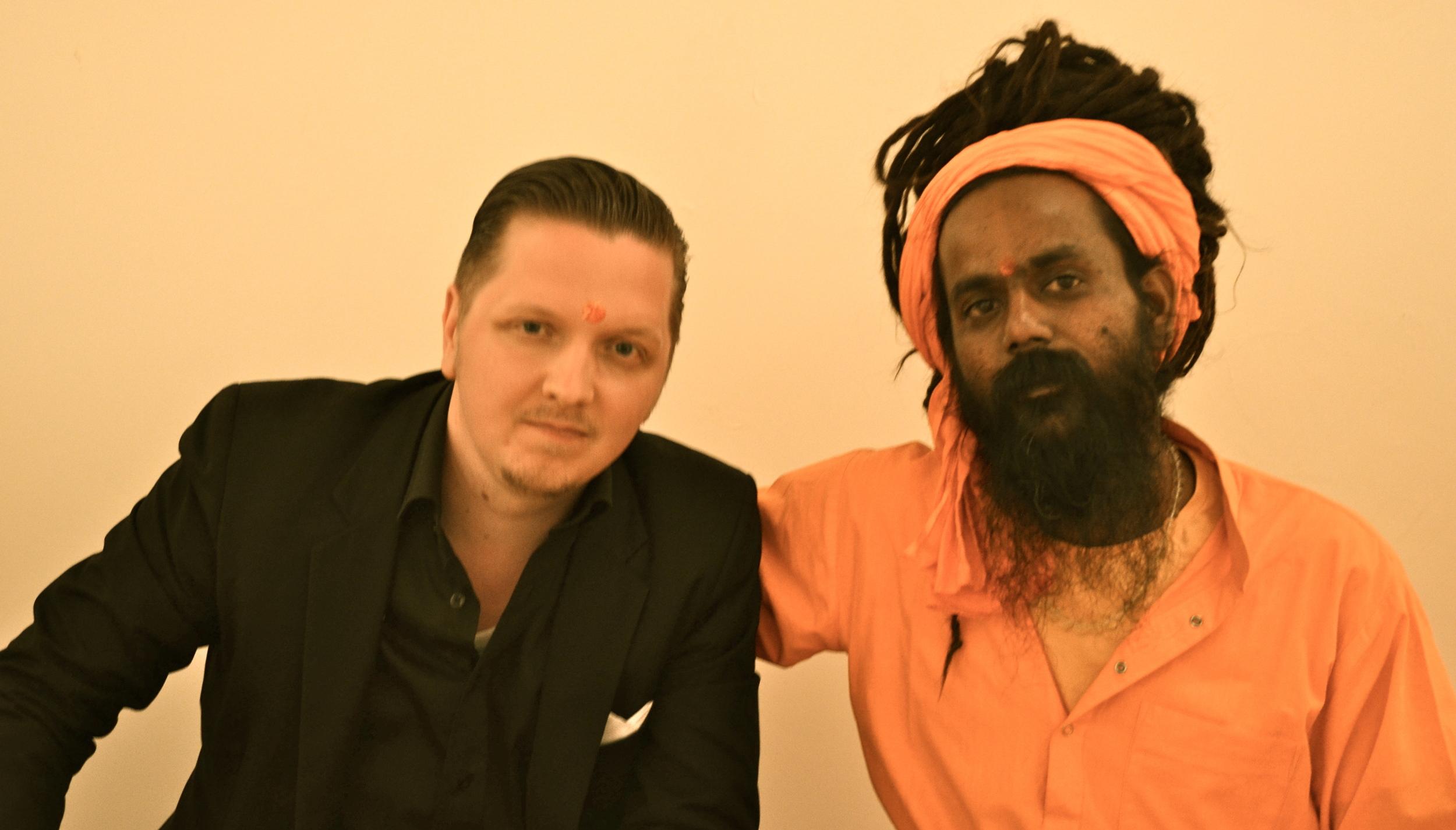 Kirjoittaja ja Surendra Puri Pariisissa 2012. Kuva: Christian Möllenhoff.